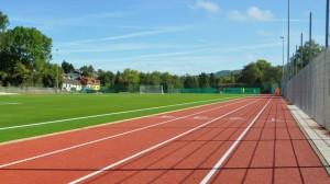 Blick auf die 100m Laufbahn